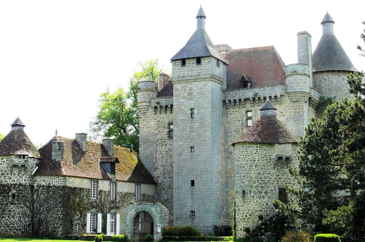 Château_de_Villemonteix_01