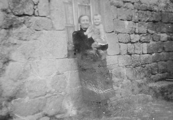 Bernard BRULET 9 mois et sa grand-mere Marie BRULET